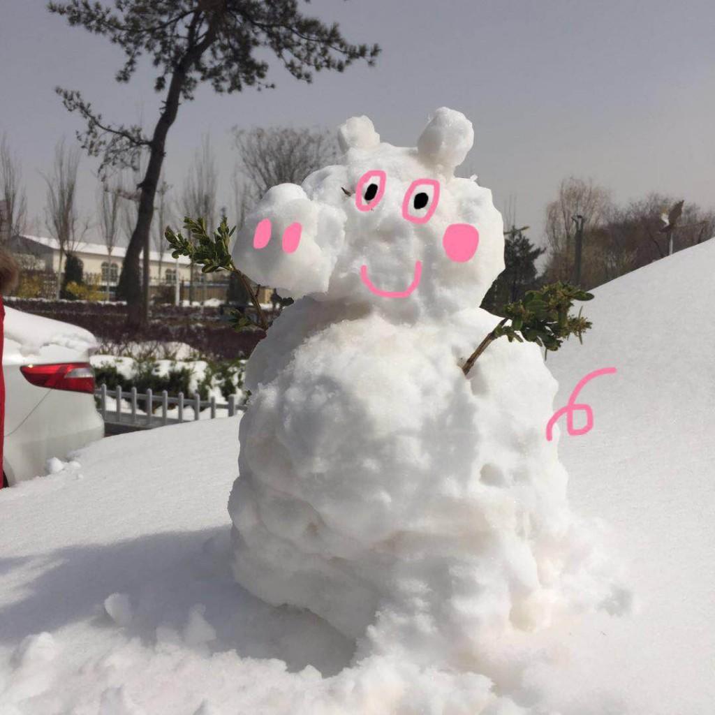 张家口路上的雪人